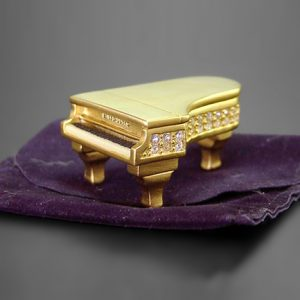Grand Piano (1999) von Estee Lauder